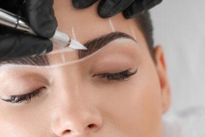 Augenbrauen vorzeichnen Kosmetik - Susanne Engel Lönser